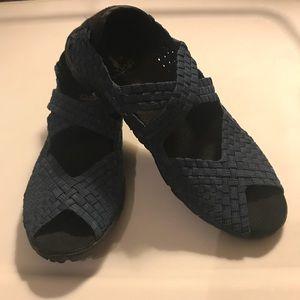 EUC Sz 6 Corkys Comfy Strap Shoes